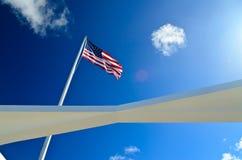Αμερικανική σημαία στο μαργαριτάρι Habor Στοκ Φωτογραφία