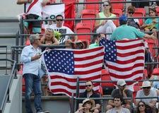 Αμερικανικοί οπαδοί αθλήματος που υποστηρίζουν την ομάδα ΗΠΑ κατά τη διάρκεια του Ρίο 2016 Ολυμπιακοί Αγώνες στο ολυμπιακό πάρκο Στοκ φωτογραφία με δικαίωμα ελεύθερης χρήσης