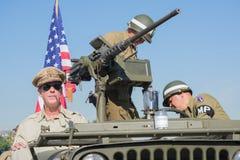 Αμερικανικοί παλαίμαχοι στο στρατιωτικό όχημα Στοκ εικόνες με δικαίωμα ελεύθερης χρήσης