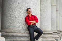 Αμερικανικός επιχειρηματίας Μεσαίωνα που φορά τα γυαλιά ηλίου, ταξίδι, W Στοκ εικόνα με δικαίωμα ελεύθερης χρήσης