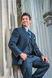 Αμερικανικός επιχειρηματίας που περιμένει σας έξω στη Νέα Υόρκη Στοκ φωτογραφία με δικαίωμα ελεύθερης χρήσης