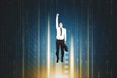 Αμερικανικός επιχειρηματίας που πετά μέσα στο δυαδικό κώδικα Στοκ Φωτογραφία