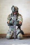 Αμερικανικός στρατιώτης που στηρίζεται από τη στρατιωτική λειτουργία Στοκ Εικόνες