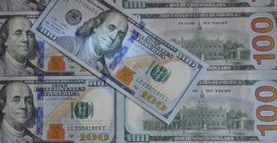 Αμερικανικό εκατό σχέδιο σημειώσεων σύστασης χρημάτων έννοια οικονομική στοκ εικόνες