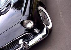 Αμερικανικό κλασικό αυτοκίνητο - κινηματογράφηση σε πρώτο πλάνο του μετώπου Στοκ Εικόνα