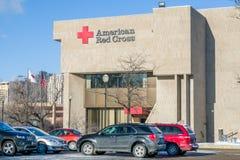 Αμερικανικό κτήριο και λογότυπο Ερυθρών Σταυρών εξωτερικό Στοκ φωτογραφία με δικαίωμα ελεύθερης χρήσης