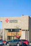Αμερικανικό κτήριο και λογότυπο Ερυθρών Σταυρών εξωτερικό Στοκ Εικόνες