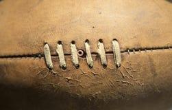 αμερικανικό ποδόσφαιρο σφαιρών παλαιό Στοκ φωτογραφίες με δικαίωμα ελεύθερης χρήσης