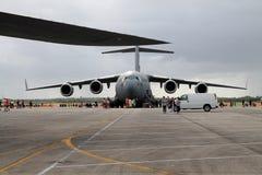 Αμερικανικό στρατιωτικό αεροπλάνο μεταφοράς εμπορευμάτων Στοκ εικόνα με δικαίωμα ελεύθερης χρήσης