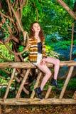 Αμερικανικό ταξίδι έφηβη, που χαλαρώνει στο Central Park, νέο Υ Στοκ Εικόνες