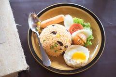 Αμερικανικό τηγανισμένο σύνολο ρύζι προγευμάτων ύφους με το αυγό Στοκ εικόνα με δικαίωμα ελεύθερης χρήσης
