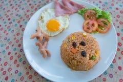 Αμερικανικό ύφος προγευμάτων Αμερικανικό τηγανισμένο ρύζι με το αυγό Στοκ Φωτογραφίες
