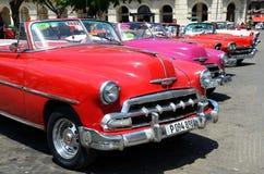 Αμερικανικό Chevrolets στην παλαιά Αβάνα Στοκ Φωτογραφίες