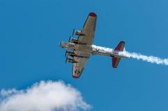 Αμερικανός κυρία Flies Overhead Στοκ φωτογραφία με δικαίωμα ελεύθερης χρήσης
