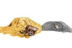 Αμμοχάλικο, άμμος, κάρρο, πέτρα και φτυάρι στη δημιουργική σύσταση στοκ εικόνες