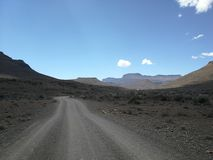 Αμμοχάλικο οδικών ημι ερήμων Karoo στοκ εικόνα
