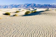 Αμμόλοφοι άμμου φρεατίων Stovepipe, εθνικό πάρκο κοιλάδων θανάτου, Californ στοκ εικόνα με δικαίωμα ελεύθερης χρήσης