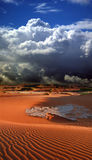 αμμόλοφοι ερήμων σύννεφων στοκ εικόνα με δικαίωμα ελεύθερης χρήσης