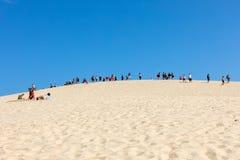Αμμόλοφος Pilat, Γαλλίας - 10,2018 Σεπτεμβρίου: Άνθρωποι στον αμμόλοφο Pilat, ο πιό ψηλός αμμόλοφος άμμου στην Ευρώπη Λα teste-de στοκ φωτογραφία με δικαίωμα ελεύθερης χρήσης