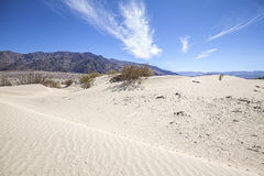 Αμμόλοφοι άμμου στο εθνικό πάρκο κοιλάδων θανάτου, φρεάτια Stovepipe, ΗΠΑ στοκ εικόνες