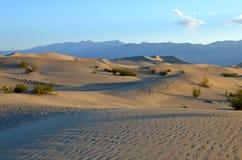Αμμόλοφοι άμμου φρεατίων Stovepipe, εθνικό πάρκο κοιλάδων θανάτου στοκ φωτογραφίες