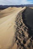 Αμμόλοφοι φρεατίων Stovepipe, εθνικό πάρκο κοιλάδων θανάτου στοκ φωτογραφία