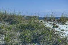 Αμμόλοφος άμμου και αποβάθρα Στοκ εικόνες με δικαίωμα ελεύθερης χρήσης