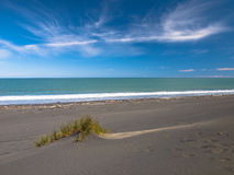Αμμόλοφος στη μαύρη παραλία άμμου κοντά στο νέο Πλύμουθ, Νέα Ζηλανδία Στοκ Εικόνα