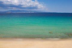 Αμμώδεις παραλία και θάλασσα Στοκ φωτογραφίες με δικαίωμα ελεύθερης χρήσης