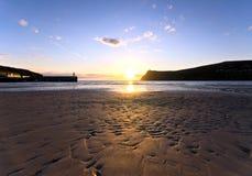 αμμώδες ηλιοβασίλεμα λιμένων ατόμων νησιών παραλιών erin στοκ εικόνες