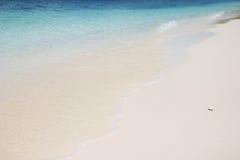 αμμώδες λευκό παραλιών Στοκ εικόνα με δικαίωμα ελεύθερης χρήσης