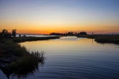 Αμμώδης κόλπος γάντζων ηλιοβασιλέματος Στοκ φωτογραφίες με δικαίωμα ελεύθερης χρήσης