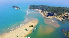 Αμμώδης οβελός Iztuzu Τα όρια των δύο θαλασσών του αιγαίου και της Μεσογείου Ηλιόλουστος απόθεμα βίντεο