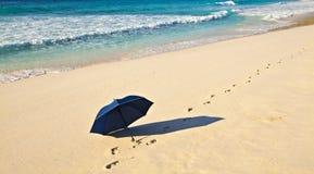 αμμώδης ομπρέλα παραλιών στοκ εικόνες με δικαίωμα ελεύθερης χρήσης