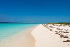 Αμμώδης παράδεισος Playa παραλιών του νησιού Cayo βραδύτατου, Κούβα Διάστημα αντιγράφων για το κείμενο Στοκ Φωτογραφία