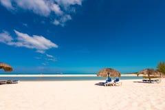 Αμμώδης παράδεισος Playa παραλιών του νησιού Cayo βραδύτατου, Κούβα Διάστημα αντιγράφων για το κείμενο Στοκ εικόνα με δικαίωμα ελεύθερης χρήσης