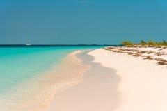 Αμμώδης παράδεισος Playa παραλιών του νησιού Cayo βραδύτατου, Κούβα Διάστημα αντιγράφων για το κείμενο Στοκ Εικόνες