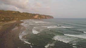 Αμμώδης παραλία κοντά στο ωκεάνιο Yogyakarta φιλμ μικρού μήκους