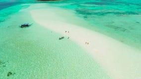 Αμμώδης παραλία στη λιμνοθάλασσα με το τυρκουάζ νερό Balabac, Palawan, Φιλιππίνες φιλμ μικρού μήκους