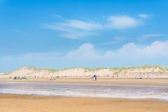 Αμμώδης παραλία Formby κοντά στο Λίβερπουλ μια ηλιόλουστη ημέρα Στοκ Εικόνα