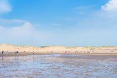 Αμμώδης παραλία Formby κοντά στο Λίβερπουλ μια ηλιόλουστη ημέρα Στοκ Εικόνες