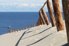 Αμμώδεις αμμόλοφοι, οβελός Curonian, Λιθουανία. Στοκ φωτογραφία με δικαίωμα ελεύθερης χρήσης