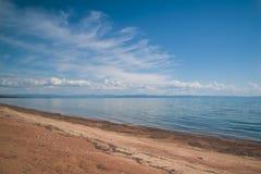 Αμμώδης ακτή της λίμνης Baikal Στοκ φωτογραφία με δικαίωμα ελεύθερης χρήσης