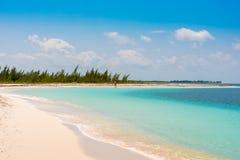 Αμμώδης παράδεισος Playa παραλιών του νησιού Cayo βραδύτατου, Κούβα Διάστημα αντιγράφων για το κείμενο Στοκ φωτογραφία με δικαίωμα ελεύθερης χρήσης