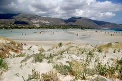 Αμμώδης παραλία, αμμόλοφοι στην Κρήτη Στοκ Φωτογραφίες