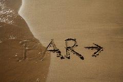 Αμμώδης παραλία με το σημάδι φραγμών Στοκ εικόνες με δικαίωμα ελεύθερης χρήσης