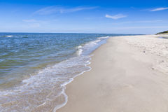 Αμμώδης παραλία στη χερσόνησο Hel, η θάλασσα της Βαλτικής, Πολωνία Στοκ Εικόνα