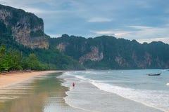 Αμμώδης παραλία του θερέτρου AO Nang Krabi Στοκ φωτογραφίες με δικαίωμα ελεύθερης χρήσης