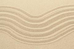 Αμμώδης σύσταση υποβάθρου παραλιών με τις γραμμές Στοκ φωτογραφίες με δικαίωμα ελεύθερης χρήσης
