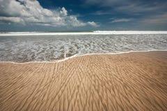 Αμμώδης ωκεανός παραλιών Στοκ φωτογραφία με δικαίωμα ελεύθερης χρήσης